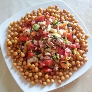 Aranjament crutoane si salata