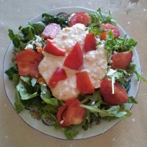 Salata cu spanac, rucolla si pasta din leguminoase