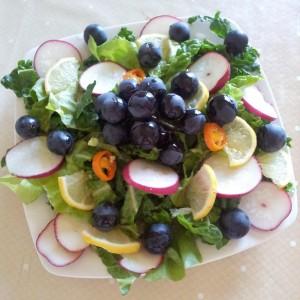 Salata verde, rucolla, ridichi, lamaie, struguri